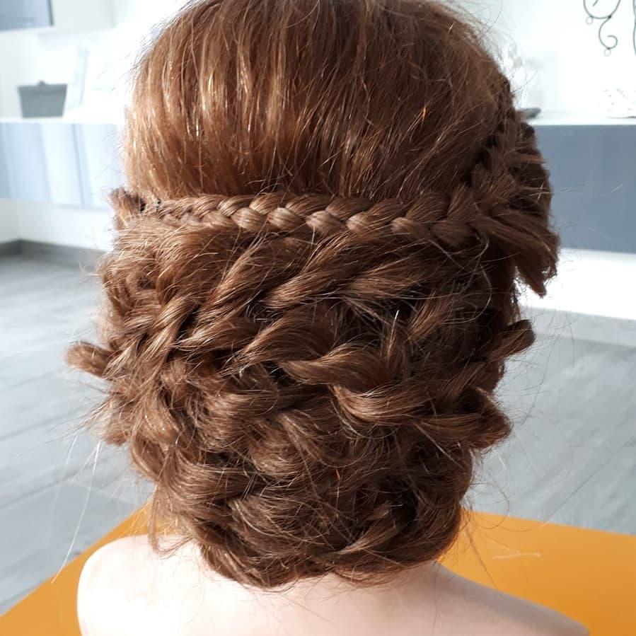 Alltagsfrisur Dutt, auch bei kürzeren Haaren