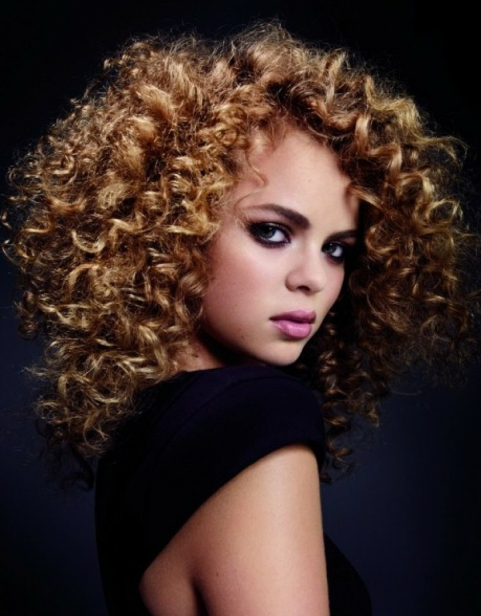 Frauenfrisuren Locken Trendige Frisuren Ideen Frisurenkatalog